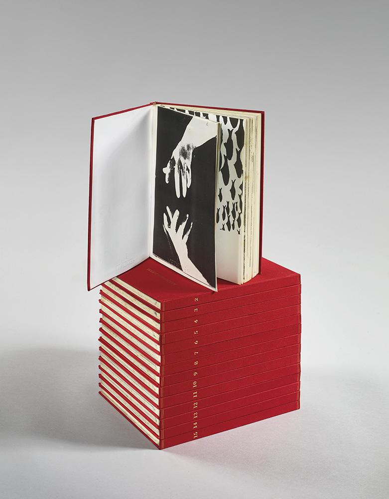 I quindici libri rossi-111, 1993-94, libri cartonati, 15 volumi rispettivamente da 111 fotocopie rilegate in tela rossa, tiratura in 100 esemplari in numeri arabi e 11 in numeri romani numerati e firmati, 15 volumi 30x21,5cm caduno