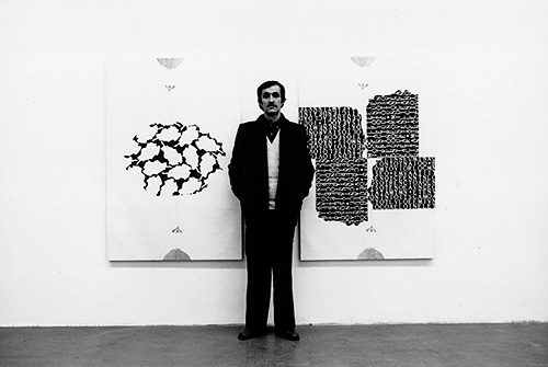 Alighiero Boetti to the solo exhibition at the Banco / Massimo Minini gallery, Brescia 1980, photo by Giorgio Colombo