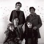 Alighiero Boetti con Annemarie, Matteo, Agata e Salman nel suo studio, 1975 – foto Giorgio Colombo