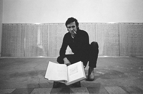 "Alighiero Boetti prepared in 1978 at the Kunsthalle in Basel ""720 letters from Afghanistan"", realized in 1973-1974, photo by Gianfranco Gorgoni"
