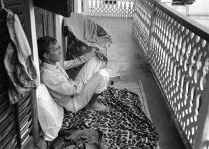 Alighiero Boetti in Zanzibar, 1985, photo Alessandra Bonomo