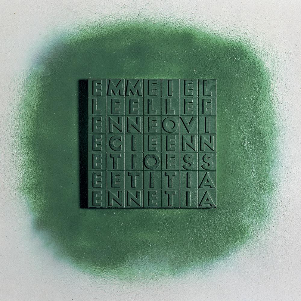 emme i elle elle e...1970,vernice spray su ghisa, 35X35X3cm