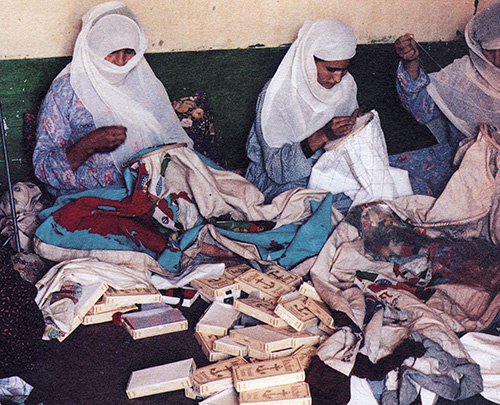 Embroiderers in Peshawar, Pakistan 1990, photo by Randi Malkin Steinberger