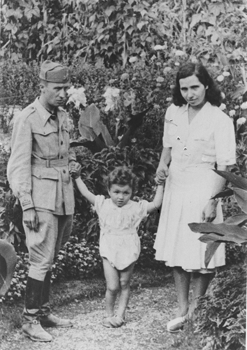 Alighiero Boetti with his parents, 1942-1943