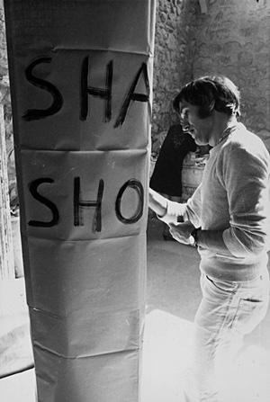"""Alighiero Boetti ad Amalfi per """"Arte Povera più azioni povere"""", 1968 - Courtesy Lia Rumma"""