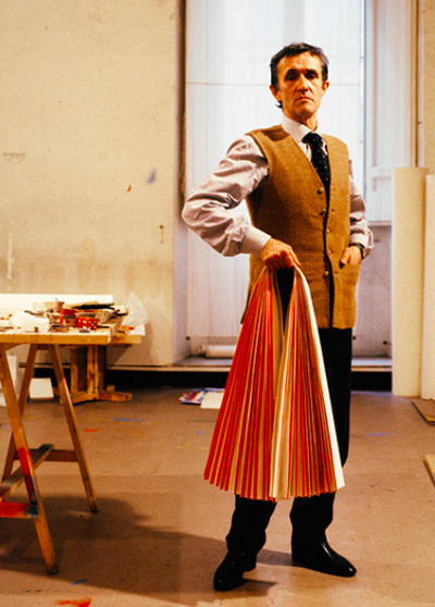 AB with his pleated paper in the Pantheon studio, photo by Randi Malkin Steinberger