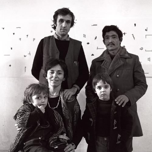 Alighiero Boetti con Annemarie Boetti, Agata, Matteo e Salman Ali. Foto Giorgio Colombo