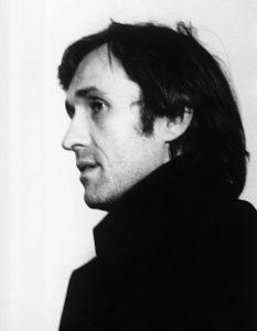 Alighiero Boetti alla galleria Banco/Massimo Minini, 1975. foto di Ken Damy