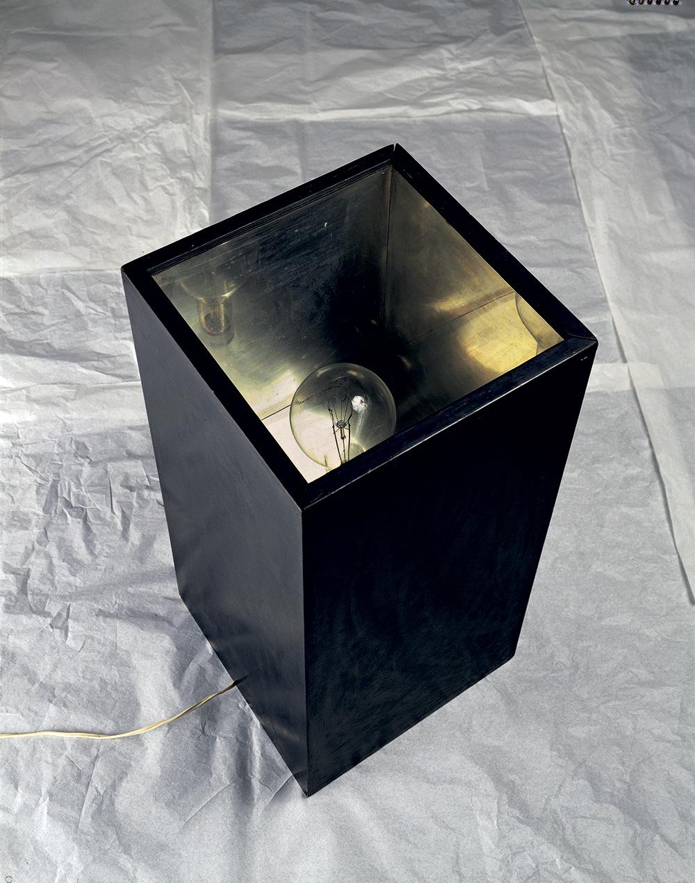 Lampada annuale 1966, legno, metallo, vetro e dispositivo elettrico cm 76 X 37 X 37