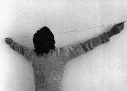 AB scrive a due mani 1970 foto di Paolo Mussat Sartor